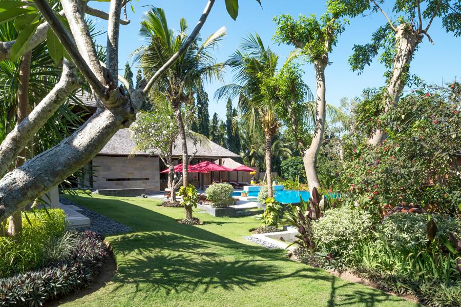 astika-garden-pool