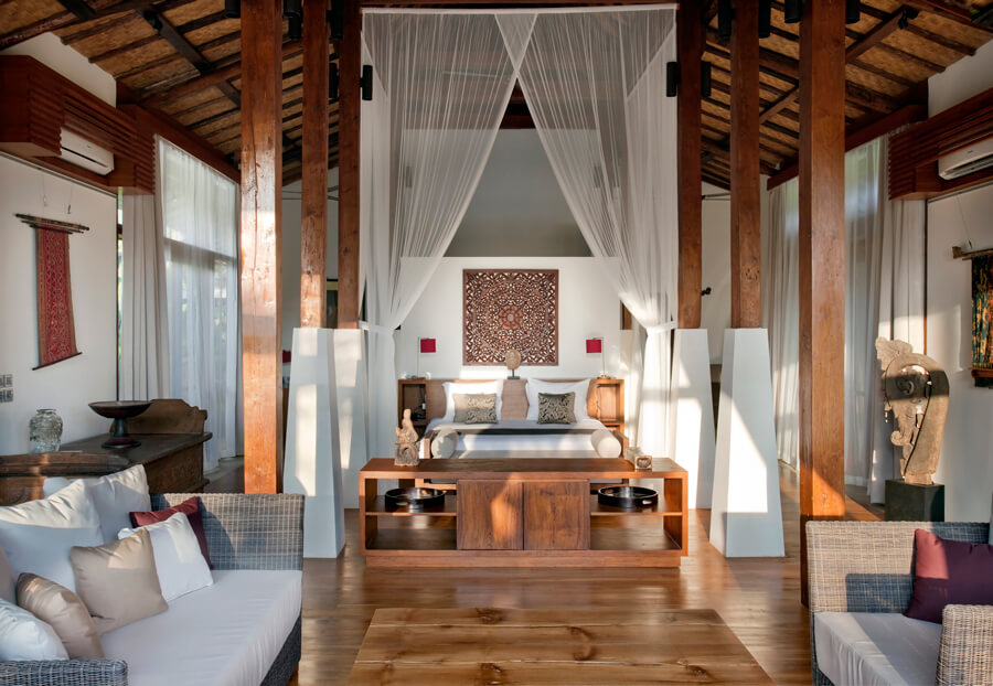 villa-amy-master-bedroom-and-living-area