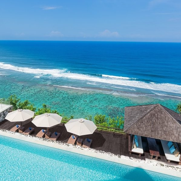THE GRAND CLIFF-FRONT RESIDENCE, ULUWATU | reviewed by @theasia.collective