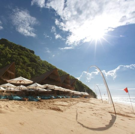 SUNDAYS BEACH CLUB BALI – BOOK NOW